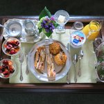 Amazing breakfast w/ fresh fruit & pastries. She puts tray just outside room, we ate in our jamm