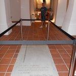 tumba Victor Macho