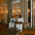 Musicien devant le restaurant