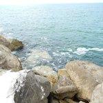 За камнями в открытом море