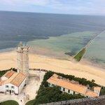 Vue sur la tour des baleines (qui date de Vauban) et est à visiter (beaucoup de charme).