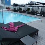 piscina exterior en la novena planta