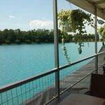 ristorante thai... tavoli sul lago