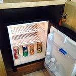 お水サービスはタイでは基本だが、冷蔵庫の中もフリーなのは珍しい。有料でも日本と違い自販機で買う位の金額だが、フリーは地味に嬉しい。