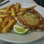 pez emperador con patatas fritas (tb lo puedes pedir con verduras)
