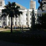 A Universidade é incrivelmente grande e linda.
