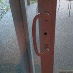 no latch or lock on patio door