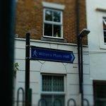 Graces Alley の標識