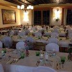 schön gedeckte Tische im Hotel Almfrieden