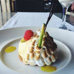 Lemon tart with melted merengue