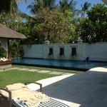 Notre jardin et piscine de la villa