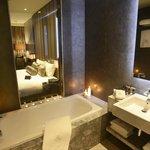 Paddington King Deluxe Bathroom