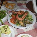 Королевский креветки + мидии + огурчики с помидорчиками