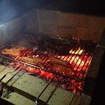 L'utilizzo del barbecue è gratuito e il fuoco si accende con la legna messa a disposizione