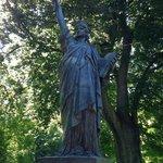 Otra estatua de La Libertad