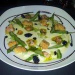 Le velouté aux asperges,saumon et crumble en entrée, très bon !