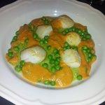 Le plat : des petits pois excellents, une crème aux carottes et petits pois ainsi que des noix d