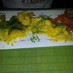 Le poulet au curry accompagné de délicieuses frites de patate douce..
