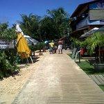 sendero que atravieza la playa 2 y donde estan todos los restaurantes