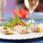 foie gras trois saveur: nature, raisin, poivre vert