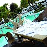 pranzo a bordo piscina