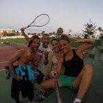 tenis y caver! quién da más!