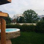 Blick vom Whirlpool auf die Dolomiten