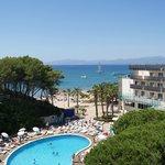 Zona playa y piscina Best Cap Salou