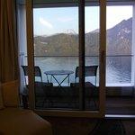 Чудесная лаунж-зона в номере, перед балконом