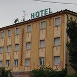 вид на отель с улицы