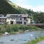 Hotel Rovanada am valser Rhein in Vals