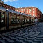 трамвай в начале проспекта
