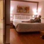 very nice, spotless room!