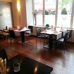 Moderner, stilvoller Speisesaal im Waldstätterhof