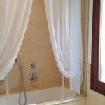 Large Bathroom Room 302