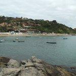 Vista da parte oposta, dos rochedos que dão acesso a João Fernandinho
