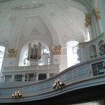 Orgel im Seitenschiff