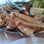 grigliata di mare con una porzione di mangia in 2
