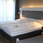 cama doble en habitación triple