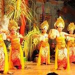 プリアタン村のバリ舞踊