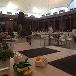 Buffet / breakfast area