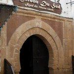 Porta de entrada do hotel-riad