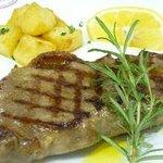 牛肉のトスカーナ風ステーキ