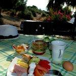 Frühstück auf der kleinen Terrasse