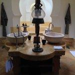 Upper Melaleuca Pavilion - Bathroom