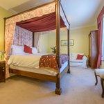Elegant 4 poster Bedroom