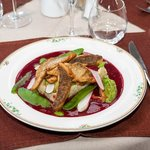 filet de féra du Lac Léman en goujonnettes et sa sauce trés rose aux cerises
