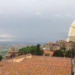 vue sur les toits de Cortona depuis le balcon de la chambre