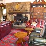 Hotel Aussenansicht und Lounge