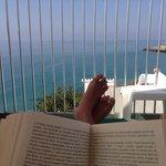 Terraza de la Piscina y libros....un PLACER.